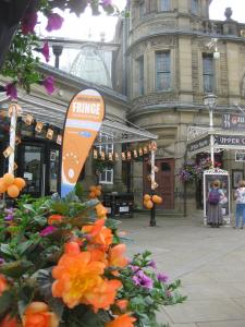 Buxton in Bloom's floral displays have more than a hint of Fringe orange this year. (credit: Stephanie Billen 2019)