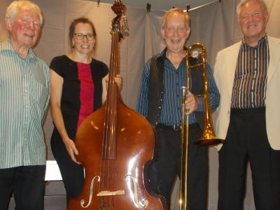 After his show at the Lee Wood, Sam Slide (with trombone) plus from left to right Graham, Kate and Neil (SS 2019)