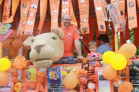 Scott Allsop with son Edward and lion on the Fringe40 float (credit: Ian J. Parkes 2019)