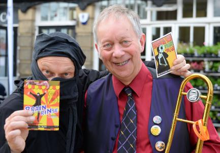 Mike Raffone and Sam Slide sieze a publicity moment at Fringe Sunday (credit: Dave Upcott 2019)