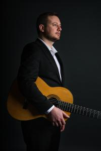 Richard Haslam - Classical Guitar (credit: Annie Feng Photography)